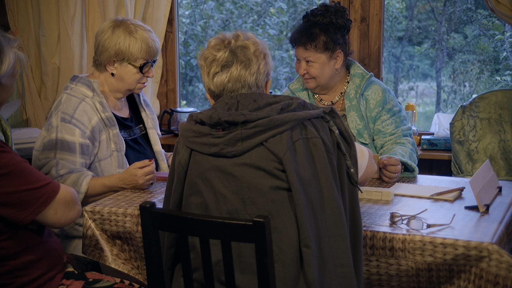 Still din Casa cu păpuși (2020).