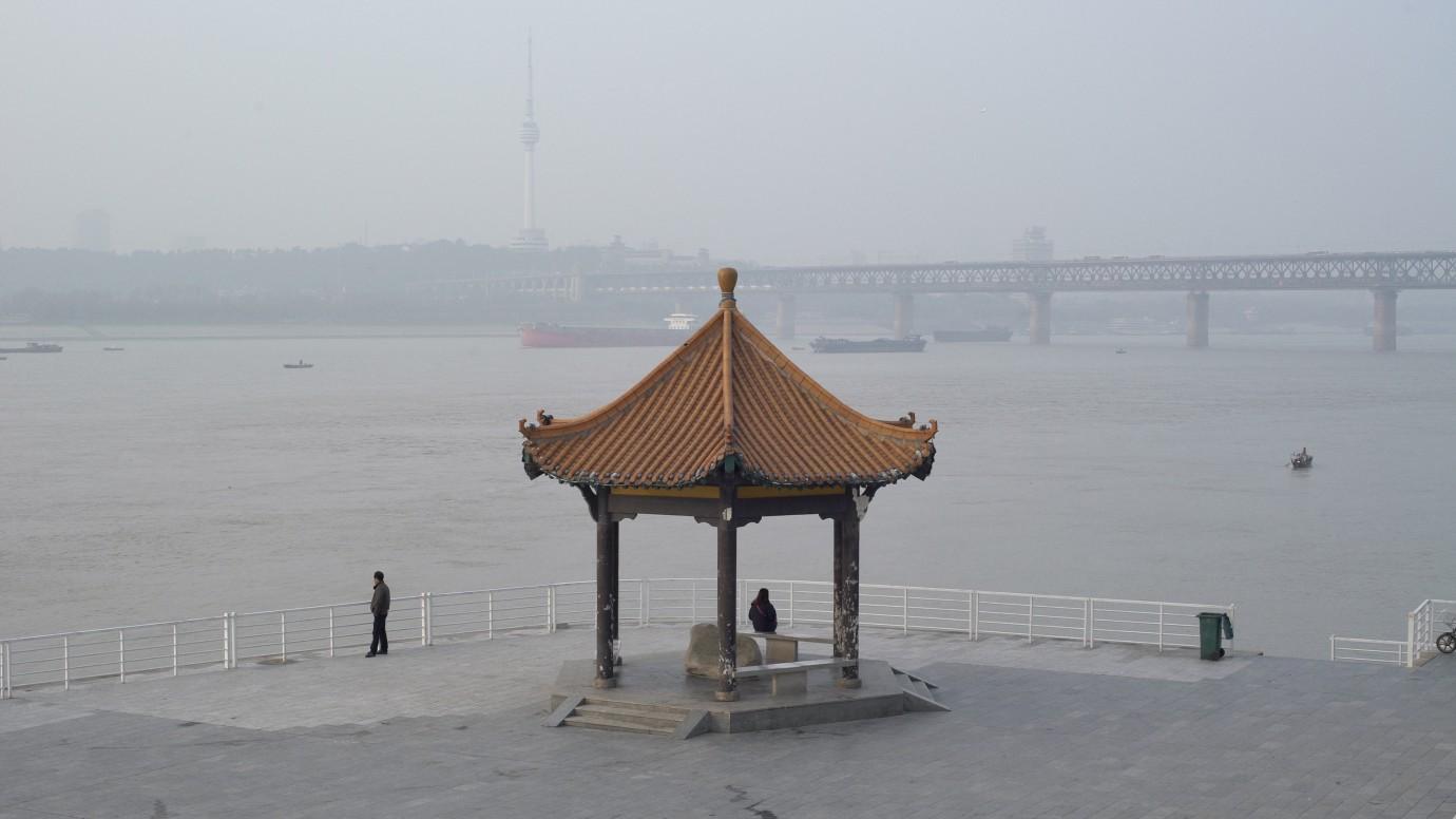 Still din A River Runs, Turns, Erases, Replaces, de Shengze Zhu